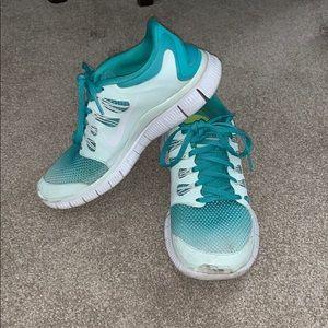 Women's Nike Free Runs 5.0